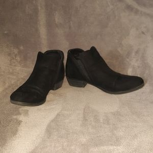 GUC Maurices suede like booties size 8